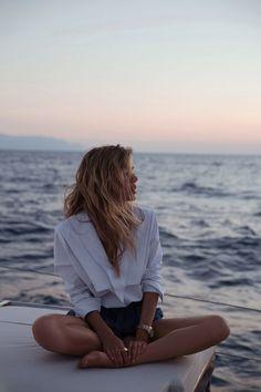 vacation mood outdoor adventure summer vibes ocean watching the sunset Fitz Huxley Minimal Chic, Joanna Halpin, Vacation Mood, Vacation Pics, Poses Photo, Summer Photos, Bikini Bodies, Summer Vibes, Summer Nights
