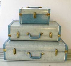 Retro blue luggage set by Monarch luggage. Like new conditon ...