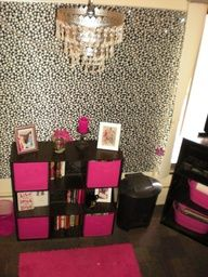 """Dorm Sweet Dorm - putting up wall paper/fabric really makes you feel like you own your space #dorm #college #OOHLALA"""" data-componentType=""""MODAL_PIN"""
