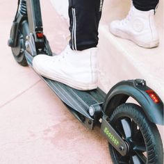 The #UScooters double braking system consists of an #electronic brake (with #KERS technology) as well as a foot activated rear brake! Learn more about the #innovative #tech here: uscooters.com #rideuscooters #eco