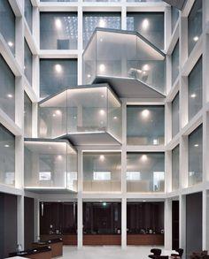 Buchner Bründler Architekten - Crédit Suisse renovation, Basel... Stairs Architecture, Architecture Details, Interior Architecture, Mall Design, Lobby Design, Lobby Interior, Retail Interior, Shopping Mall Interior, Atrium Design