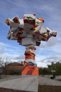 """""""l'Arbre en ciel"""" de Bernard Cadène placé sur le rond-point Jean Monnet.Cugneaux. Midi-Pyrénées"""