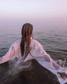 Beach Photography Poses, Beach Poses, Summer Photography, Portrait Photography, Beach Portraits, Summer Aesthetic, Aesthetic Photo, Aesthetic Pictures, Aesthetic Fashion