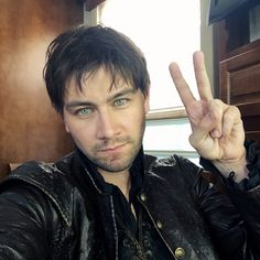 Bash (Torrance Coombs) Behind the Scenes on Reign #Reign #CWReign
