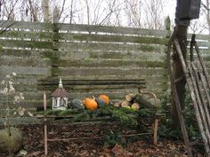 сад миссис Педерсен: Садовая скамейка