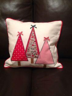 Christmas Patchwork, Christmas Cushions, Christmas Applique, Christmas Sewing, Christmas Pillow, White Christmas Ornaments, Christmas Past, Christmas Projects, Christmas Decorations