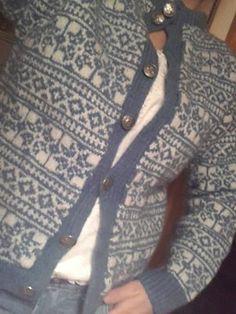 Bilderesultat for valldal kofte Norwegian Knitting, Fair Isle Knitting, Tapestry Weaving, Color Patterns, Cardigans, Sweaters, Embroidery Patterns, Knitwear, Knit Crochet