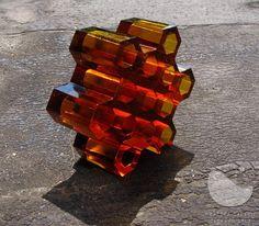 Plástev III., tavená skleněná plastika, ručně broušená a leštěná, váha 5 kg, výška 8 cm, průměr 21 cm, r. 2010