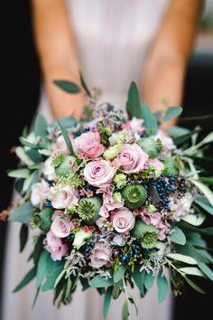 Beautiful wedding photos Portrait, Wedding Photos, Floral Wreath, Wreaths, Beautiful, Decor, Pictures, Wedding Photography, Environment