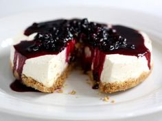 Cheesecake with Blueberry Syrup. Blueberry Syrup, Food Cakes, Baked Goods, Delicious Desserts, Cravings, Cake Recipes, Sweet Tooth, Sweet Treats
