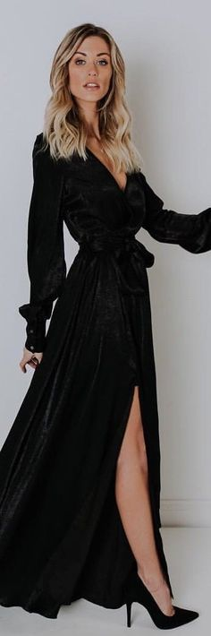 #winter #outfits black scoop-neck long-sleeved dress. Pic by @vicidolls.