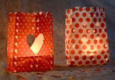Faça você mesmo: luminárias em saquinhos de papel - http://www.blogdocasamento.com.br/faca-voce-mesmo/faca-voce-mesma-decoracao-casamento/faca-voce-mesmo-luminarias-em-saquinhos-de-papel/