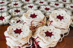 A beautiful twist to a traditional African Flower pattern ... FREE crochet pattern! #petalstopicots #petalstopicotscrochet #p2pFiberArtsCommunity