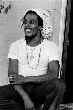 1945: El 6 de febrero nace, en Jamaica, Bob Marley, músico y compositor de ska, reggae y rocksteady. Hoy cumpliría 69 años.