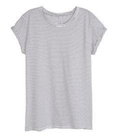 Short-sleeved top in jersey with sewn cuffs.