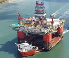 "M/V Blue Marlin transportando 30.000 toneladas de la plataforma petrolera ""caballo del trueno"""