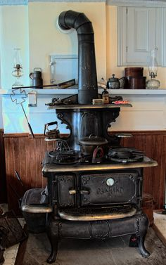 - Best ideas for decoration and makeup - Wood Burning Cook Stove, Wood Stove Cooking, Kitchen Stove, Old Kitchen, Kitchen Wood, Antique Wood Stove, How To Antique Wood, Alter Herd, Vintage Stoves