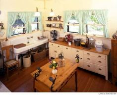 Modernizing the Vintage Kitchen / Or how best to avoid cognitive dissonance in design The 1915 kitchen at Ardenwood Farm was state of the art for its time. Photo by Linda Svendsen Farm Kitchen Ideas, Old Kitchen, Country Kitchen, Kitchen Dining, Kitchen Decor, Kitchen Layout, Old Farmhouse Kitchen, 1920s Kitchen, Kitchen Tables