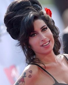 Old Hollywood And More — Amy Winehouse on the red carpet of the MTV Movie... Mtv Movie Awards, Rupaul, Her Music, Old Hollywood, Jade, Amazing Amy, Amy Winehouse, Lady Gaga, Musicians