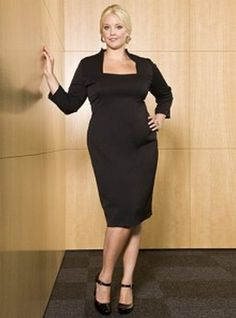 plus size casual dress 1 222x300  http://businesscasualforwomen.blogspot.com/2011/11/business-casual-dress-guidelines-9-tips.html  Wearing the correct clothing for the office is a big challenge that the plus size women faces. Extra large size business wear is some of the most taxing to find on store racks, but if chosen correctly you can look as good as your slimmer counterpart. Try a dress that hits around the knees it makes you look taller and leaner.