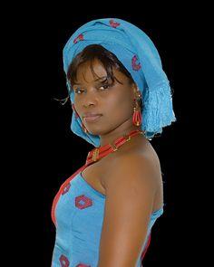 Estella Ogbonna (Estella Couture)in Aso-oke and raw silk dress. Agbada Styles, Bold Fashion, Fashion Design, Im A Princess, African Royalty, Korean Wedding, Arab Women, Big Guys, African Diaspora