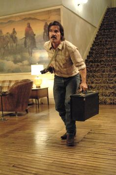 Josh Brolin as Llewelyn Moss in No Country for Old Men. Great Films, Good Movies, Coen Brothers, Movie Screenshots, Western Film, Cinema Movies, Drama Movies, No Quarter, About Time Movie