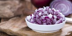 To κρεμμύδι προσθέτει γεύση στα φαγητά μας και τους δίνει αυτό «το κάτι» παραπάνω που ζητάμε.   | ΓΥΝΑΙΚΑ | iefimerida.gr | κρεμμύδι, τρόπος, μαχαίρι κουζίνας Health Diary, Cabbage, Vegetables, How To Make, Food, Recipes, Essen, Cabbages, Vegetable Recipes