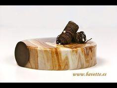 Glaseado brillante efecto marmolado. Para bañar tus tartas de manera original y elegante. Muy fácil de hacer. INGREDIENTES PARA EL GLASEADO ESPEJO BLANCO: 50...