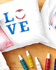 Cały świat oszalał na punkcie przerabiania i customowania odzieży. Teraz wszystko w Twoich rękach! Eksperymentuj do woli, a Twoje ubrania zyskają nowe życie! Sprawdź na https://www.tchibo.pl/kreatywne-szycie-robienie-na-drutach-zajecia-plastyczne-t400058369.html #DYI #zróbtosam #TchiboPolska