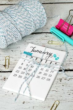 Keep organized with this free printable 2017 calendar. Display on a wood slice, hang from a mini-clipboard, or display in a photo frame on your desk!