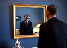 Ein letzter Blick in den Spiegel - in wenigen Augenblicken wird sein Leben ein...
