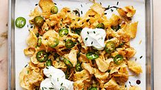 Who says you have to use tortilla chips for nachos? Swap in kettle chips and smother with Gouda and blue cheese sauce, jalapeno, sour cream, and chives for a delectable twist on the classic. Game Day Appetizers, Game Day Snacks, Game Day Food, Snacks Kids, Elegant Appetizers, Party Snacks, Party Games, Kettle Chips, Super Bowl Time