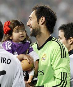 Los 'baby-stars' del Real Madrid celebran la décima Copa de Champions en el Bernabeu