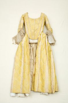 Gown, ca. 1770, made front-closing after 1775; Snowshill Wade Collection, UKNT 1348711