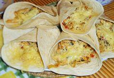 szuper tortilla, akár elvitelre is! Chicken Wraps, Quesadilla, Hamburger, Sandwiches, Tacos, Food Porn, Food And Drink, Mexican, Baking