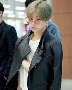 He looks like a fricking doll 😮😍💕 Yg Entertainment, Bi Rapper, Bobby, Ikon Kpop, Koo Jun Hoe, Hip Hop, Ikon Debut, Kim Jin, Kim Hanbin