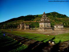 Komplek Candi Arjuna merupakan kumpulan candi yang terletak di kaki pegunungan Dieng, Wonosobo, Jawa tengah. Kawasan Candi Dieng menempati dataran pada ketinggian 2000 m di atas permukaan laut, memanjang arah utara-selatan sekitar 1900 m dengan lebar sepanjang 800 m.