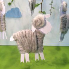 Schäfchen für den Osterstrauß selbst basteln mit Papier und Wolle - Handmade Kultur