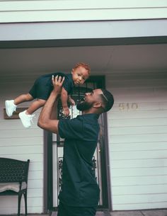 Discovered by Zoé. Find images and videos on We Heart It - the app to get lost in what you love. Cute Family, Baby Family, Family Goals, Couple Goals, Black Fathers, Fathers Love, Dad Baby, Baby Kids, Beautiful Children