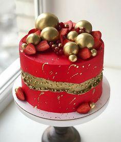 Christmas Cake Designs, Christmas Cake Decorations, Holiday Cakes, Christmas Desserts, Christmas Treats, Christmas Baking, Christmas Cakes, Red Fondant Cakes, Cupcake Cakes