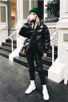 36 attractive sneakers outfit ideas for fall and winter 19 Winter Mode Outfits, Casual Winter Outfits, Stylish Outfits, Winter Fashion Casual, Autumn Winter Fashion, Winter Wear, Fall Winter, Winter Formal, Look Fashion