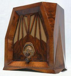 Custom made ' no name ' art deco tube radio, stunning design.