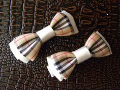 Set of 2 aalligators hair clips bows.  http://laprensaccessories.com/?page_id=12#ecwid:category=0=product=12156285