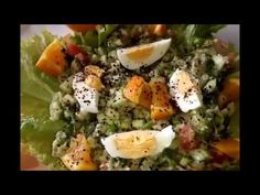 Tavuklu Avokado Salatası Tarifi için,Kavuk göğsü önce iki yanı çevirilerek mühürlenir. Su ve tuz eklenerek yaklaşık 1/2 saat pişirilir. Soğumaya bırakılır. Eggs, Chicken, Breakfast, Food, Morning Coffee, Essen, Egg, Meals, Yemek