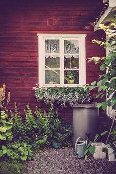 upclosefromafar: peonyandbee: source ~My Hidden Nirvana~ garden inspiration The Woodlinds Swedish Cottage, Red Cottage, Garden Cottage, Cottage Style, Home And Garden, Modern Garden Design, Dream Garden, Garden Inspiration, Beautiful Gardens