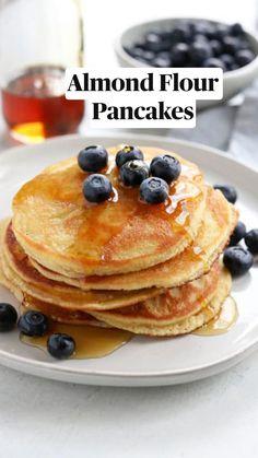 No Flour Pancakes, Dairy Free Pancakes, Breakfast Pancakes, Pancakes With Oats, Banana Almond Flour Pancakes, Gluten Free Pancake Recipe Easy, Healthy Pancake Recipe, Carb Free Breakfast, Kodiak Pancakes