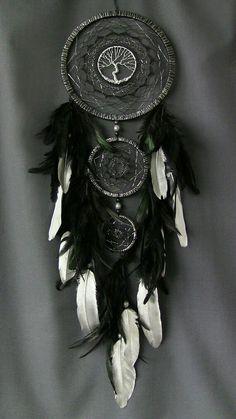 Selling Crafts Online, Craft Online, Dream Catcher Native American, Native American Art, Diy Arts And Crafts, Crafts To Sell, Dreamcatcher Wallpaper, Dream Catcher Decor, Beautiful Dream Catchers