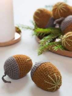 Åtte nøtter for . My Design, Christmas Crafts, Place Cards, Ornament, Place Card Holders, Crochet Pattern, Little Things, Tricot, Threading