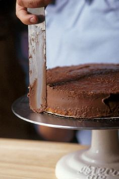 How to Frost & Glaze a Cake