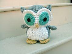 ein kleiner Uhu grüne Augen und grüne Feder weißes Bauch   Amigurumi für Anfänger